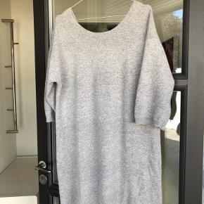 Kjole i knit uld og angora   Skriv endelig ved flere spørgsmål  Se også mine andre annoncer 🌸