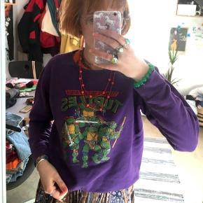 Lilla Ninja turtles sweatshirt fra wasteland. Brugt få gange. Nypris: 250,- (mener jeg)