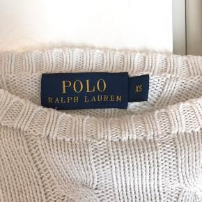Polo'en fejler intet, den er blevet brugt nogle gange, men så god som ny, der er ingen skader på👚 200kr inkl fragt