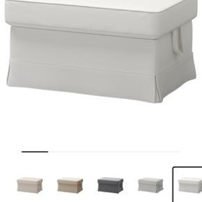 Ikea EKTORP puf med opbevaring inden i. Nypris 900kr. Skal afhentes på Frederiksberg. Betrækket trænger til en vask - nyt kan evt købes i IKEA.