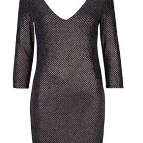 Super fin kjole i perfekt stand. Kun brugt 2 gange. Passer både xs og s