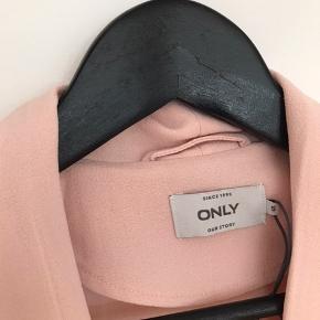 Rosa sommer jakke fra only  Købt sidste sommer, men har kun brugt den 1 gang da den er lidt for stor til mig