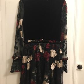 Kjole fra Ganni. Købt sidste år. Passer en str. 36