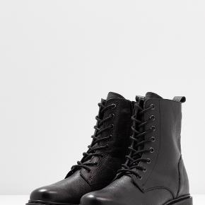Super lækre Even&Odd støvler.  Brugt i en periode. Nypris 700kr.