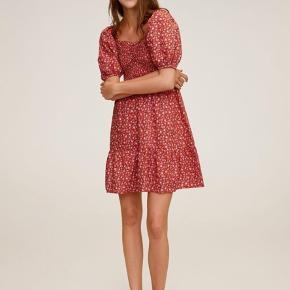 Smukkeste kjole fra Mango. Str. Xs, men er lidt stor i størrelsen, så har sat den til small🌸