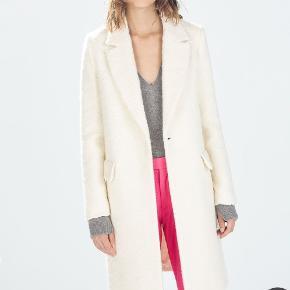 Unused and undamaged wool coat.