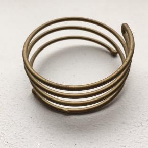 Spiral for bun / knoldspiral Spiralen er til blond hår.  Spiral til at lave en knold nemt og hurtigt.