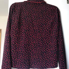 Skjorte fra Frakment str xs/s Brugt en eller to gange  - derfor helt som ny💙❤️