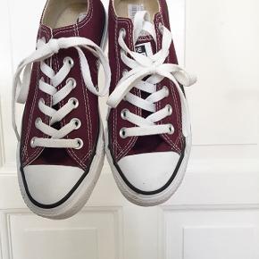 Helt nye Converse sko, aldrig brugtStr 37 Nypris: 600,-kr Byd:))