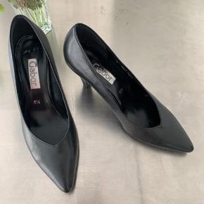 Fine Gabor stiletter i sort læder. Kun brugt få gange.