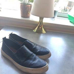 """Søde sko fra Stradivarius 🌸 De er brugt lidt i en periode, og trænger lidt til en omgang """"rengøring"""" ☺️"""