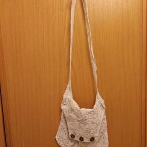 Fin lille taske sælges. Ses og købes i Kolding eller sendes på købers regning! :)