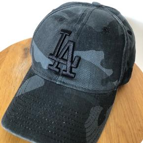 Cap for sunny days.:) Blue camouflage. Metal buckle at the back. New Era - Los Angeles Lakers. Never used!