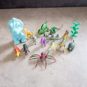 Små dinosaurer, de er i pæn stand. De er fra røg og dyre fri hjem. Helst gerne kontant, da det er til min søns sparegris. De kan afhentes i 6700, eller sendes hvis porto bliver betalt.