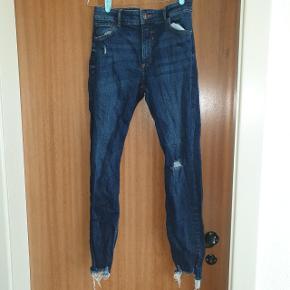 """Smukke jeans fra Bershka, brugt få gange. Modellen er """"skinny low rise"""""""
