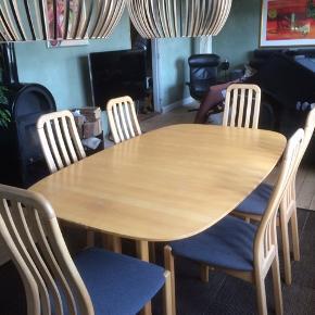 Dansk design Thorsø. Bøge -Spisebord med 2 tillægsplader  Og 6 stole der lige er ombetrukket.