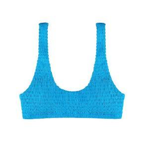 Sælger denne smukke helt nye blå bikini overdel fra Victoria Secret, da det var et fejlkøb. Der er stadig prismærke på og ligger i original emballage ( aldrig prøvet på) .  Den passes af en xs- s. Ny pris er 400kr. Skriv for billeder eller mere info. Sender gerne