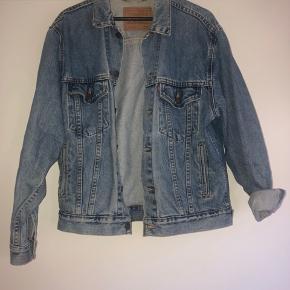 Vintage oversized Levi's denim jakke.