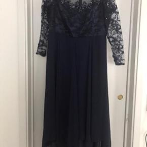 Galla kjole med lille slæb