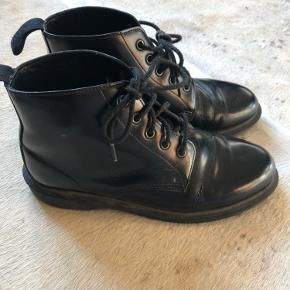 Fine støvler, fremstår i meget god stand.