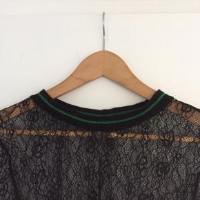 Smuk bluse fra Ichi - brugt få gange. Se også mine andre annoncer💃😊