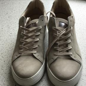 Linea sneakers