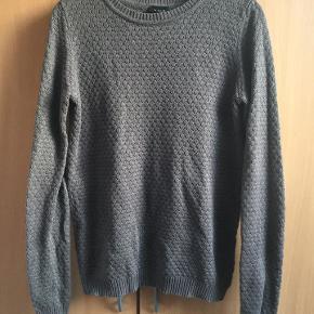 sød strikket sweater / trøje fra Vila str. M grå, 50% Cotton 50% acryl næsten som ny bud fra 75 kr + evt. forsendelse  *Handel kan foregå kontant, via TS, bankkonto & Mobilepay*
