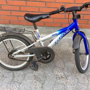 """Everton cykel 16"""" passer til børn fra ca 4-6 år. Cyklen er brugt men absolut brugbar. Der er ikke gear eller lås på cyklen. Håndbremsen virker ikke."""