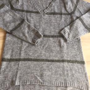 Dejlig bluse / trøje med 20 % uld
