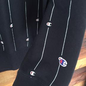 Helt ny Champion sweater sælges!  Str. XL, stadig med prismærke  Marineblå m. hvide striber m. Champion-logo  200kr  Befinder sig i nærheden af Holstebro, 7500
