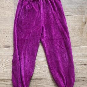 79b4e1c3a832 Varetype: Velour bukser Farve: mellem Bløde velour bukser fra ej sikke lej  str 98. Ej Sikke Lej Tøj til piger