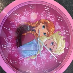 To stk Elsa og Anna vægur næsten ikke brugt. Afhentes i Hjerting