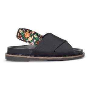 Sælger mine fine Ganni sandaler. De er desværre gået lidt op i hælen og derfor sælger jeg dem så billigt. Men de kan sagtens bruges alligvel og fungere som nye.