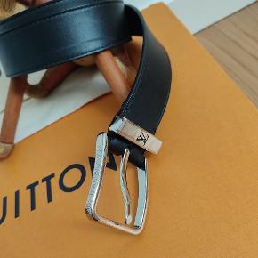 Louis Vuitton læder bælte monogram. - Nypris 2500kr - Dustbag medfølger - Str 85 - God stand få brugsspor