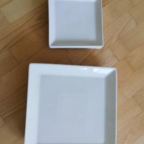 Aida tallerkener sælges. Der er 4 store og 4 små. De er blevet brugt en del, men er stadig i rigtig fin stand. Sælges samlet for 50 kr