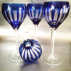 Store, vintageglas i böhmisk krystal. H: 21 cm, Ø: 7,5 cm.  4 stk, 150kr pr stk. Sendes eller leveres til Åehus/Kbh mod forudbetaling.