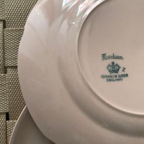 Lyserøde tallerkener fra Johnson Brothers England, pris samlet.
