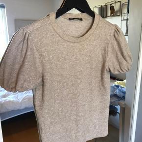 Blød t-shirt fra Zara i størrelse S