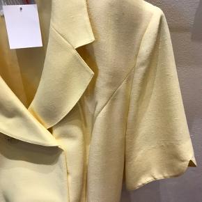 Smuk sart gul vintage kjole - smuk og i fin stand