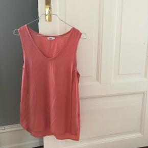 100% lyserød silke bluse fra Filippa K. Så god som ny.