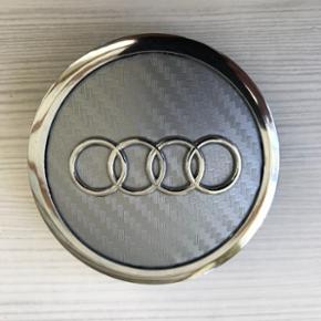 Helt nye Audi centerkapsler i Silver carbon look 69 mm. låseringen er ca 58-59 mm. 4 stk 185kr