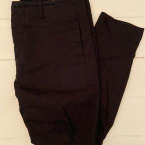 Filippa K chino, sort bomuld. Str. 50, normal i størrelsen. Er som nye, kun brugt få gange.