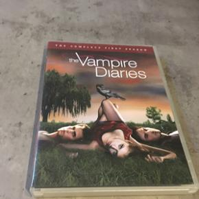 Jeg sælger de to første sæsoner af The Vampire Diares til 25kr pr stk eller 45kr samlet. 😀