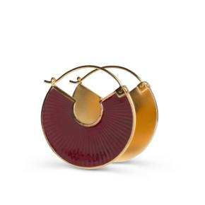 Jane Kønig Plissé ørering i guld og bordeau emalje. Aldrig brugt. Nyprisen var 1000 kr,. for et par.
