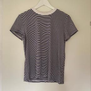 Stretchy t-shirt.