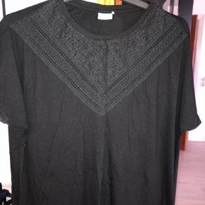 Fin kortærmet bluse, der aldrig har været brugt.  #30dayssellout