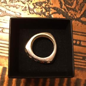 1,8 mm i diameter. Ægte sølv, stemplet 925. Kraftig og tung.  Kan hentes i Odense V.