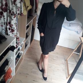 Fed sort skjortekjole fra wackerhaus, passer til både hverdag og fest