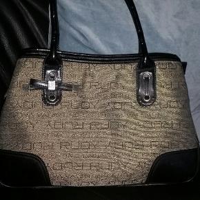Lækker håndtaske  37 x 24 cm Bund 14 cm Hanke 52 cm 6 rum