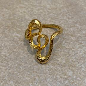 Sælger min LINNEA ring fra Månesten, str.48, 18 karat guldbelagt, ingen brugstegn.